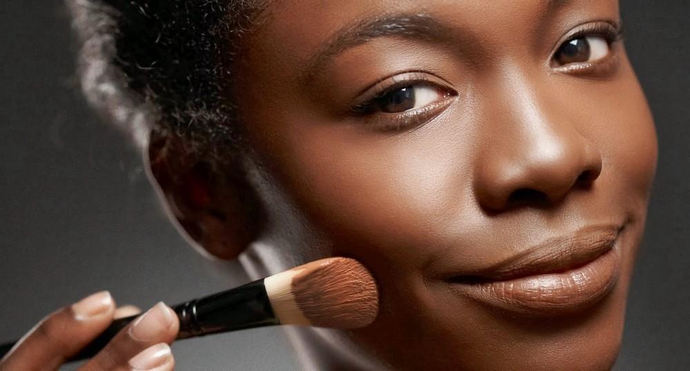 17 dicas de maquiagem para pele negra. Black Bedroom Furniture Sets. Home Design Ideas