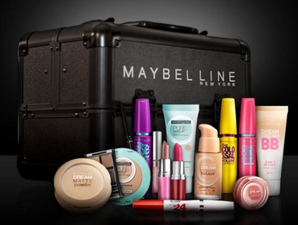 Foto da maleta de maquiagem da maybelline com produtos maybelline