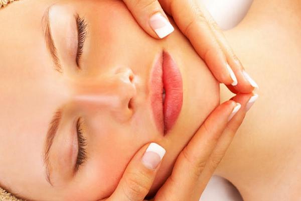 Como fazer limpeza de pele em casa: 10 passos simples