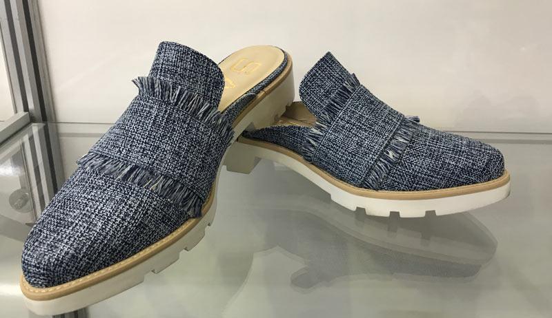 ffd45dbde ... semanas de moda como material de muitos calçados casuais. Até tênis com  esse material apareceu. Além disso