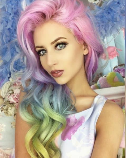 cabelos com luzes colorido ondulado