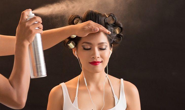 5 opções de spray de cabelo para usar