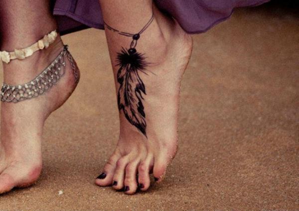 Tatuagens Femininas no pe pena