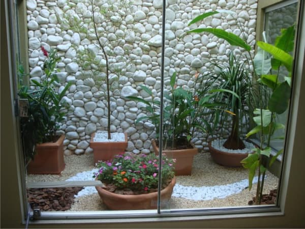 jardim de inverno pedras na parede