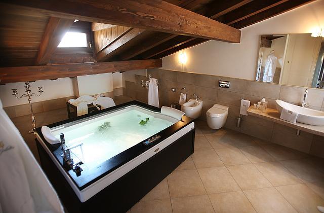 Banheiro com Hidromassagem: 10 opções decoradas para inspirar