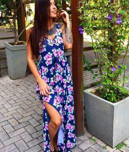 vestido florido com fenda