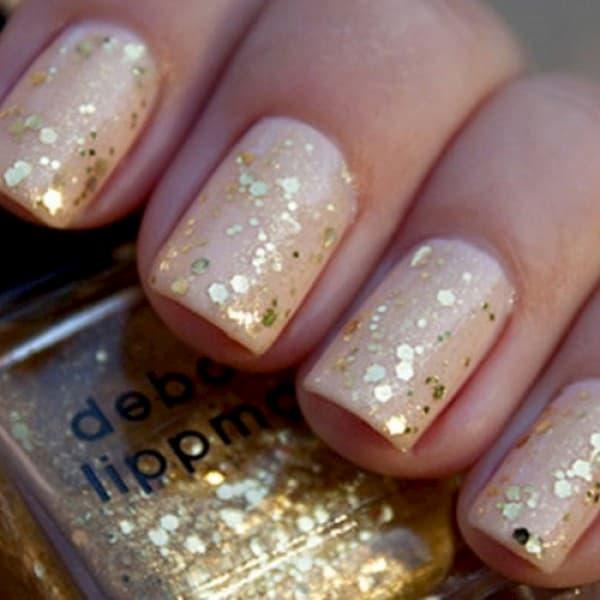 unha decorada com brilho dourado